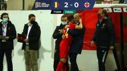 Bélgica derrota a Inglaterra y se afianza como líder