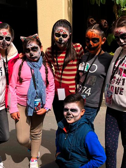 Algunos de los participantes de 'La Voz Kids' se unieron a los festejos de Día de Muertos al maquillarse como 'Catrinas'.