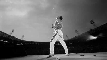 Fueron tres ocasiones que Wembley se rindió ante Queen. Nos demostraron que la música podía ayudar a cambiar al mundo y el escenario no podía ser mejor.