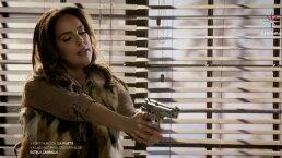 Estela Carrillo trata de asesinar a Laura con una pistola