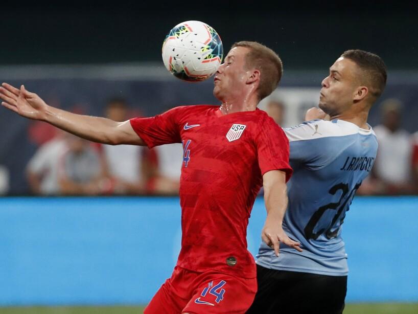 El equipo de las barras y las estrellas empata a un gol en casa ante la garra charrúa en partido amistoso.