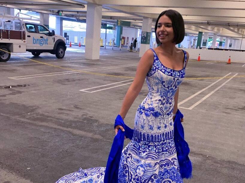 ángela Aguilar Celebra Sus 16 Con Sofisticada Cena De