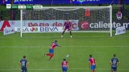 ¡Polémico penalti! El VAR decreta y Alan Pulido anota el 2-0