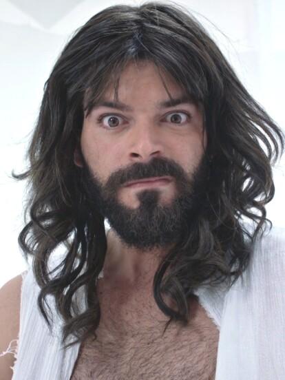 Adrián Di Monte ha interpretado el papel de Dios en varios de los capítulos.