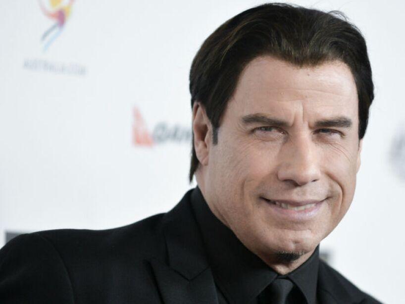 4. John Travolta: El actor fue visto saliendo de un sauna gay. Antes, había sido fotografiado besándose con un hombre.