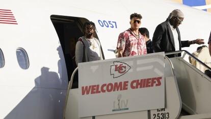Los Kansas City Chiefs aterrizaron en el aeropuerto de Miami en la semana donde enfrentarán a los 49ers por el Super Bowl LIV.