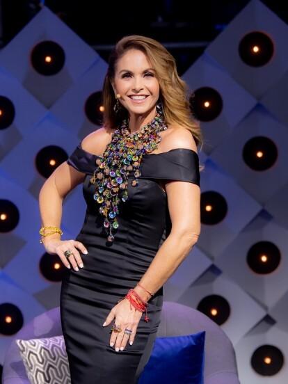 Lucero fue la juez principal en el panel de jueces en El Retador, donde lució espectaculares atuendos que resaltaron su belleza. A continuación, hacemos un recuento de todos sus looks.