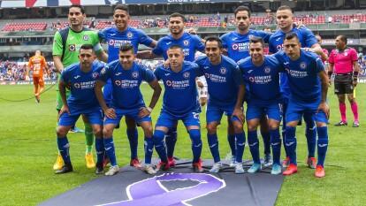 Este equipo mexicano fue fundado por trabajadores de la compañía cementera del mismo nombre, la Cruz Azul. El objetivo era tener diversas disciplinas, pero solo sobrevivió el equipo de futbol.