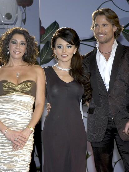 'Teresa' fue una telenovela de 2010 protagonizada Angelique Boyer, Sebastián Rulli, Aarón Díaz, Cynthia Klitbo, Daniel Arenas, Ana Brenda Contreras, Margarita Magaña y Fernanda Castillo, entre otros.