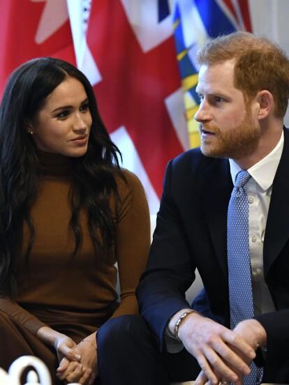 La tarde de este miércoles 8 de enero, Meghan Markle y el Príncipe Harry anunciaron que dejarán de ser 'miembros principales' de la Familia Real. A través de una publicación en su cuenta de Instagram, revelaron que tomaron esa decisión porque planean llegar a ser financieramente independientes y enfocarse completamente en el trabajo que realizan en su fundación.