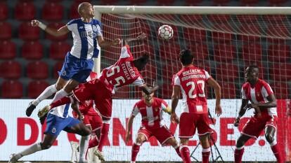 Porto no puede en su visita al CD Aves y terminan empatando 0-0. Al minuto 22 Zé Luís tuvo la oportunidad desde los once pasos, pero no logra aprovechar y el balón termina en las manos del arquero.