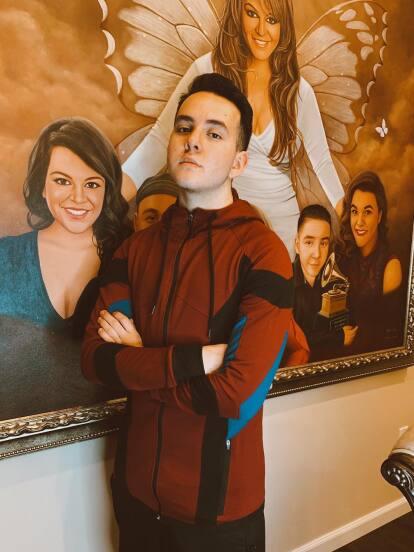 Juan Ángel López, mejor conocido como Johnny Rivera, es el hijo menor de la fallecida 'Diva de la Banda', Jenni Rivera.