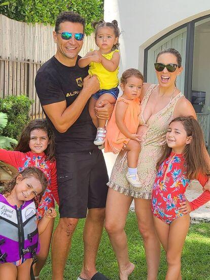 Jacky Bracamontes siempre muestra en redes sociales detalles de su vida privada y su faceta de mamá, pero en los últimos meses, la conductora ha causado revuelo por mostrar a detalle la casa que comparte con su esposo Martín Fuentes y sus hijas en Miami, Florida.