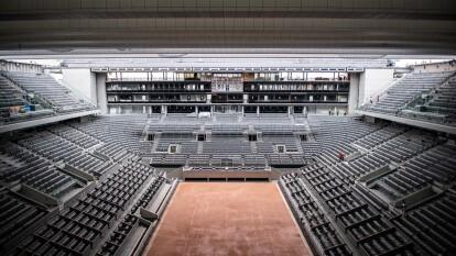 Este es el trabajo de construcción del nuevo techo del centro Philippe Chatrier en el estadio Roland Garros. Esta sede francesa se ha convertido en la última de las sedes del Grand Slam en instalar un techo retractable en su cancha principal.