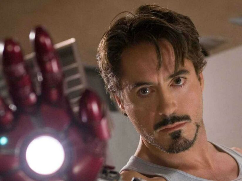 A finales de 2006, Downey Jr. fue seleccionado para asumir el papel de Tony Stark, en Iron Man.