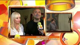 Odin Dupeyron recibe a Carla Estrada como madrina de las 300 representaciones de Veintidós veintidós