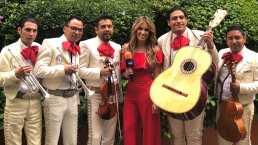 Andrea Escalona recibe serenata por parte de las fans de 'Juliantina'