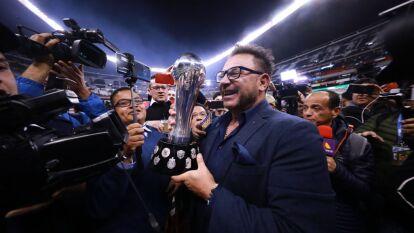 Antonio 'el Turco' Mohamed se corona campeón con Rayados de Monterrey y pone su nombre en la historia tras levantar la Copa con tres equipos diferentes.