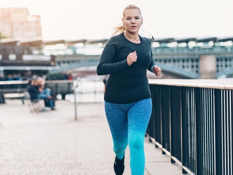 Correr alarga tu tiempo de vida y atrasa los signos del envejecimiento, además mejora tu condición física y bajas de peso al quemar grasa.