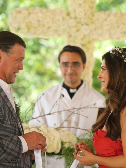 Juve y Gaby vivieron varios problemas durante su matrimonio, ¡pero al final el amor venció todas las adversidades! La querida pareja Del Paso renovó sus votos en una hermosa ceremonia.