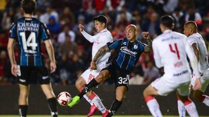 Con goles de Leonardo Fernández y Jorge Aguilar, Gallos y Diablos no se hacen daño y reparten puntos en Querétaro.