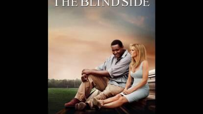 The Blind Side. Basada en hechos reales. Michael Oher, un joven afroamericano de escasos recursos es acogido por una familia blanca estadounidense. Es la historia de cómo Oher superó sus dificultades hasta llegar a la NFL.