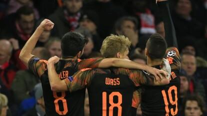 Con solitario gol de Rodrigo Moreno, el Valencia gana y manda al Ajax a la Europa League.