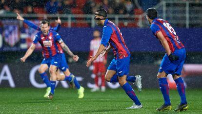 Con goles de Esteban Burgos y Edu Exp´´osito, el Eibar gana y ocasiona la tercer derrota del Atlético en lo que va del torneo.