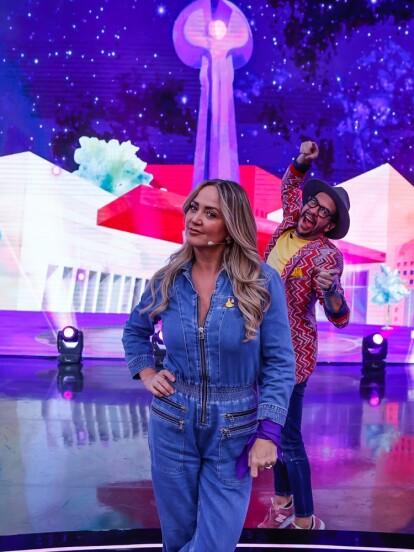 Andrea Legarreta fue la invitada especial a 'Me Caigo de Risa', que dedicó uno de sus episodios a motivar al público para que se sumara al Teletón. A continuación, te compartimos uno de sus momentos más divertidos.