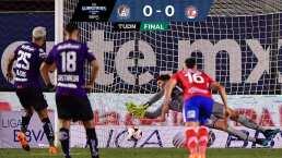 Con polémica y atajadón de penal, Atlético San Luis empata ante Toluca