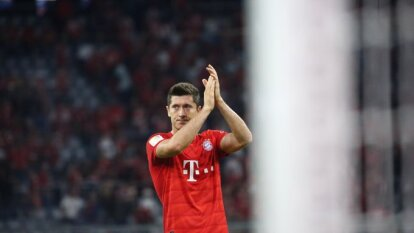 Lewandowski anotó doblete pero el conjunto bávaro no pasó del empate ante el Hertha en el arranque de la Bundesliga.