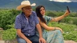 Ana Bárbara regresa en el tiempo y recrea con su papá una tierna fotografía de su infancia
