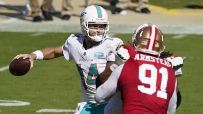 Miami aprovecha su visita a San Francisco, controlan a los 49'ers y se llevan el partido 43-17.