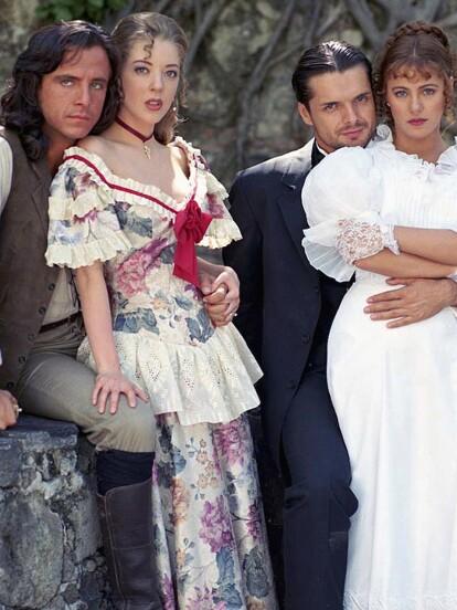 'Corazón Salvaje' es una emblemática telenovela de época estrenada en 1993, bajo la producción de José Rendón para Televisa. Los protaginistas de esta historia fueron Edith González, Eduardo Palomo, Ana Colchero y Ariel López Padilla.