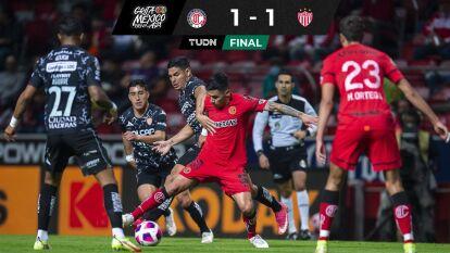 Toluca rescata empate ante Necaxa con 10 y sin entrenador