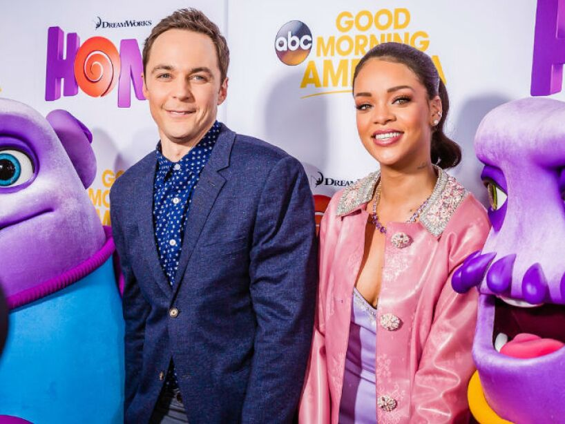 9. Jim Parsons y Rihanna: La estrella de The Big Bang Theory y la atrevida cantante actuaron en Home.