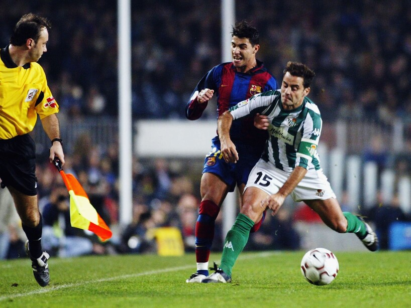 Quaresma of Barcelona and Ito of Betis challenge for the ball