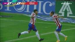 ¡Chivas remonta a Rayados! Alexis Vega marca un golazo para el 2-1