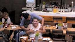 Vas Con Todo Capítulo 23: Dos compadres entran a un restaurante y se ponen cariñosos