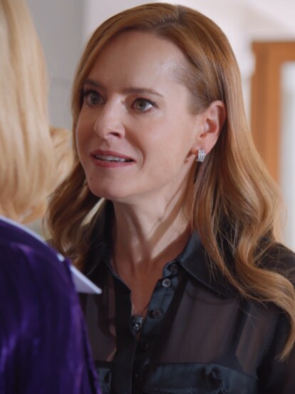 En 'Qué le pasa a mi familia?', 'Violeta' (Gaby Platas) le reclama a 'Ofelia' por haber provocado el accidente por el que su esposo 'Esteban' podría no volver a caminar.