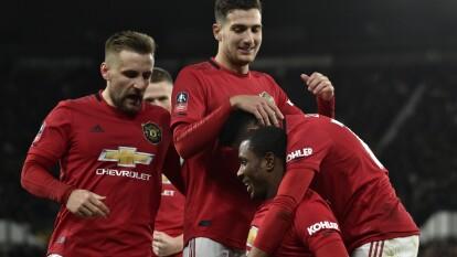 Manchester United se impone con tres goles al Derby County de Wayne Rooney. Con goles de Ighalo y Shaw, los Red Devils califican a la siguiente ronda.