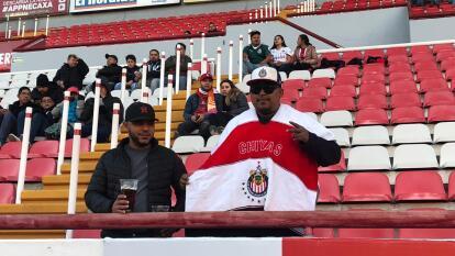 La gente comienza a llegar al Estadio Victoria para contemplar el encuentro amistoso entre Necaxa y Chivas.