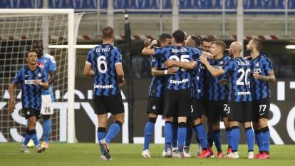 Con goles de Danila D'Ambrosio y Lautaro Martínez, el Inter se lleva los putos y deja al Napoli prácticamente fuera de los puestos de competicones europeas.