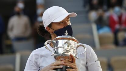 Iga Swiatek se corona en el Roland Garros 2020   La tenista polaca de 19 años derrotó a Sofia Kenin con parciales de 6-4 y 6-1.