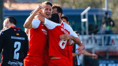 Sevilla no muestra piedad y vence 5-0 a Escobedo y avanza a la siguiente ronda en la Copa del Rey. Javier Hernández sólo jugó 15 minutos.