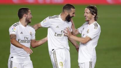 Real Madrid goleó a Valencia y aún pelea por La Liga   Los merengues apalearon en casa 3-0 y se acercan a la cima del futbol español.