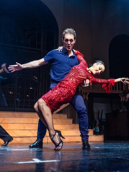 Uno de los actores del momento es sin duda el español Pedro Alonso; te enseñamos en corto sus 'clases' de tango.