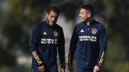 Javier 'Chicharito' Hernández ya entrenó junto a Jona dos Santos y sus demás compañeros en las instalaciones del LA Galaxy.