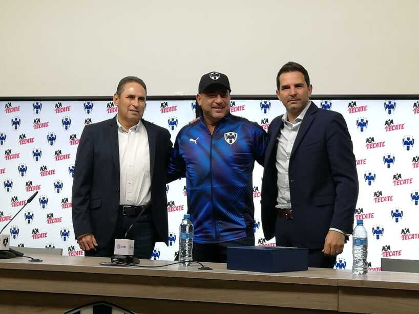 Monterrey presenta a su nuevo Director Técnico.