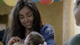 Marina ve a su hijo y a sus amigos por primera vez